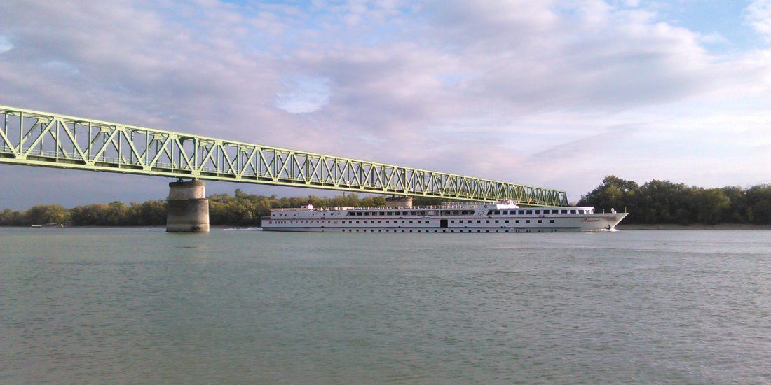 Železničný most cez Dunaj